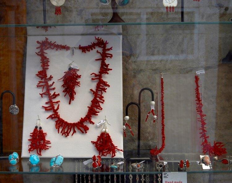 coral jewelry Korčula