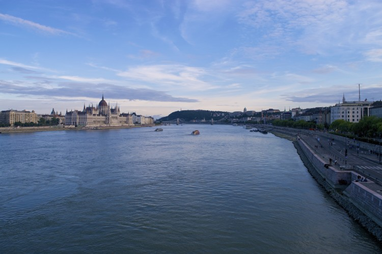 danube river budapest view sunset houses of parliament