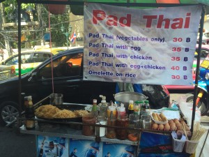 street food in bangkok thailand pad thai