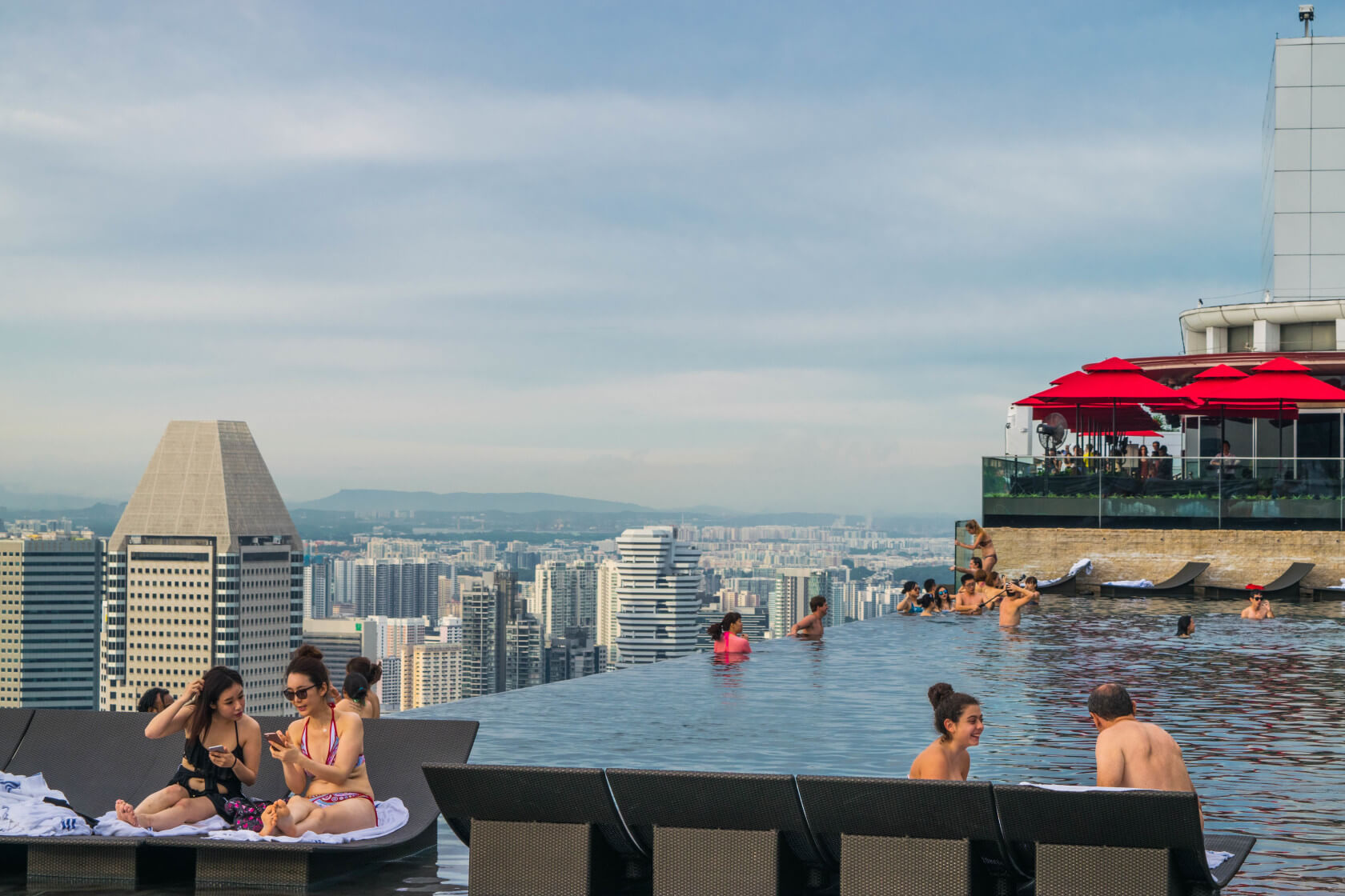 infinity pool singapore dangerous glass bottom singaporem126 how snuck into the marina bay sands infinity pool in singapore
