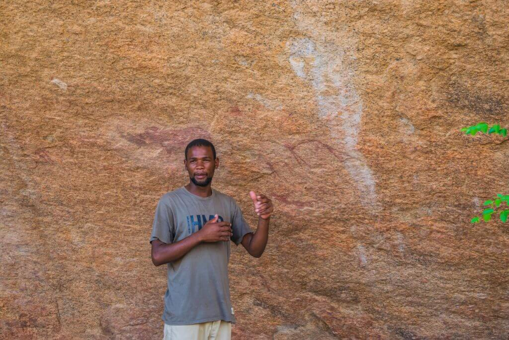 namibian road trip spitzkoppe bushman paintings