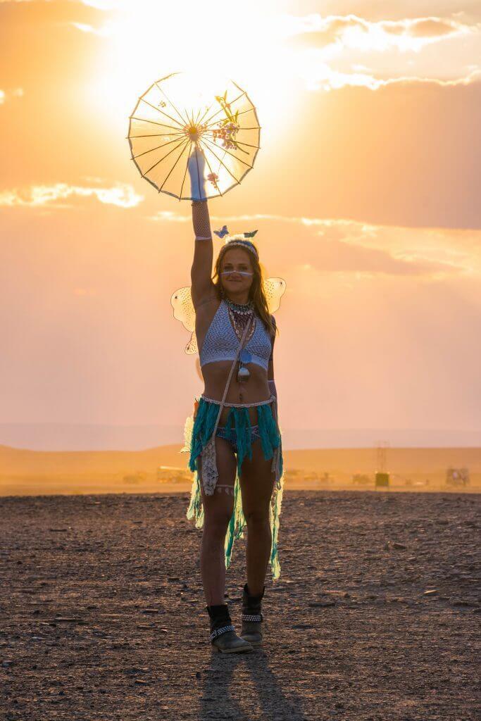 Afrikaburn 2017 sunset on the playa binnekring parasol sunset light burner girls