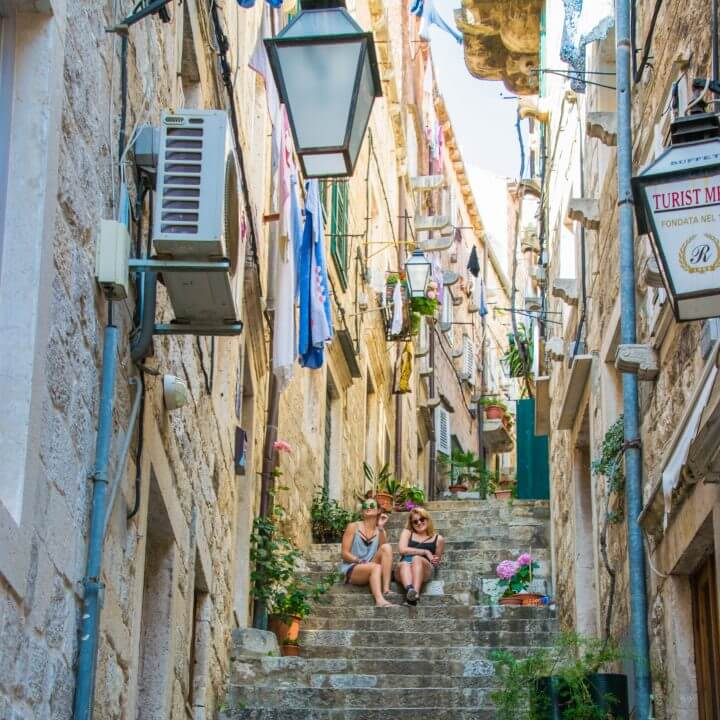 Tour Guide's Super Guide to Croatia - Dubrovnik alleyways and little streets, with laundry hanging overhead!