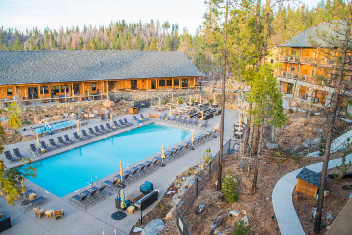 Rush Creek Lodge where to stay in yosemite in winter