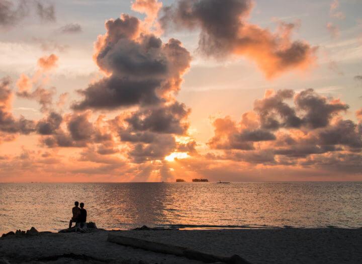 couple sunset san blas islands panama to colombia
