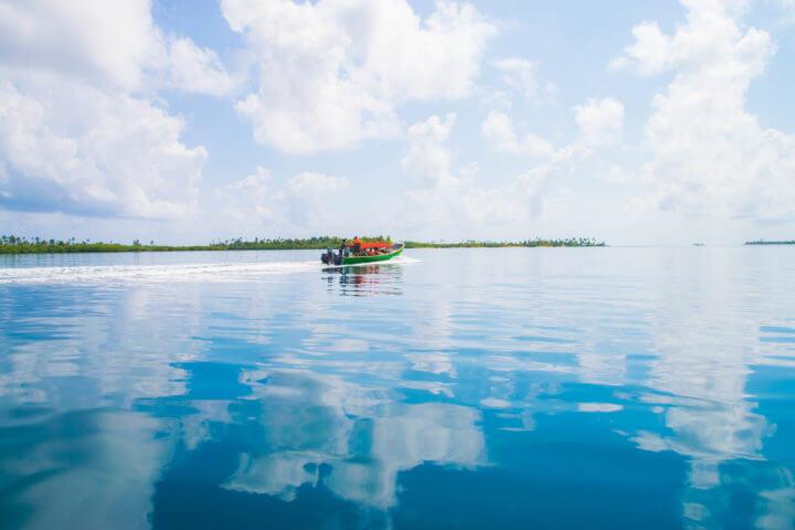 san blas sailing panama to colombia: speedboat trip