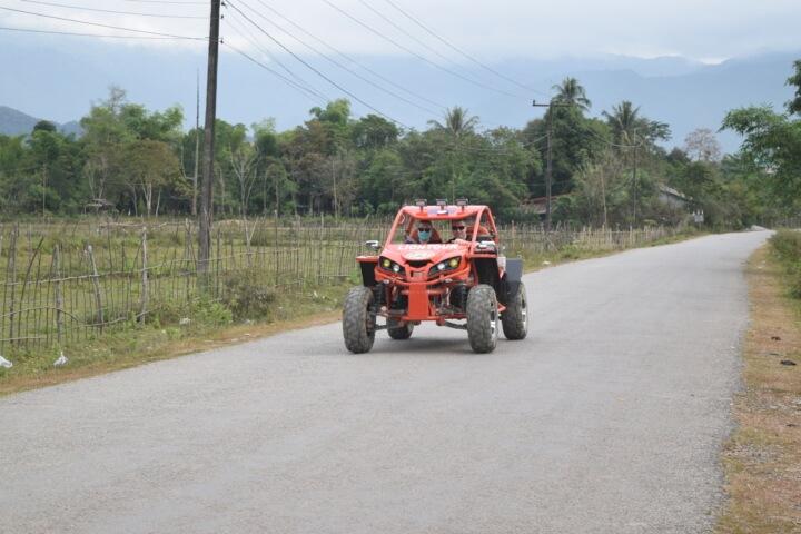 vang vieng laos buggy cars