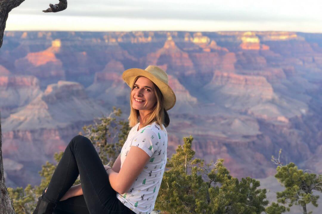 mini mcfadden travel blogger